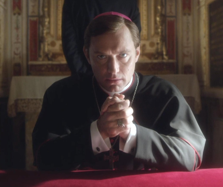 Sky: svelate le prime immagini di The Young Pope